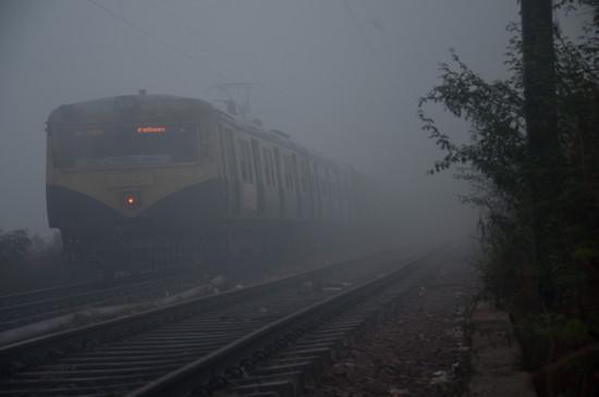 दिल्ली आने वालीं 6 ट्रेनें 45 मिनट से लेकर 6 घंटे तक लेट