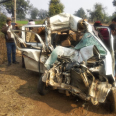 जटाशंकर से दर्शन कर लौट रही कार एवं बस में टक्कर, पन्ना के दो युवकों की मौत, एक घायल