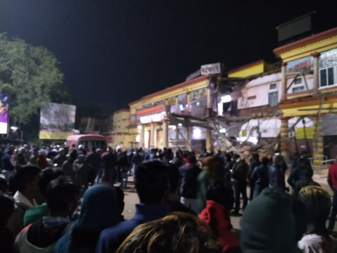 हादसा: वर्धमान रेलवे स्टेशन का एक हिस्सा ढहा, फंसे लोगों की तलाश जारी