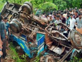 हादसा: राजौरी में खाई में गिरी बस, 10 की मौत, 15 घायल