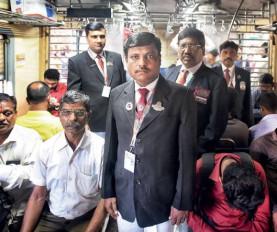 Indian Railways: इस TTE ने विदाउट टिकट यात्रियों से वसूले 1.5 करोड़ रुपए