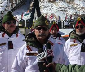 सियाचिन: पदभार संभालने के बाद आर्मी चीफ नरवणे का पहला दौरा, सैनिकों को दी श्रद्धांजलि