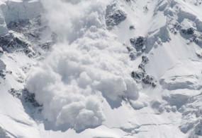 जम्मू-कश्मीर: हिमस्खलन में सेना के पोर्टर की मौत, 3 को बचाया