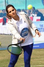 आस्ट्रेलियन ओपन : चोटिल सानिया मिश्रित युगल से हटीं, महिला युगल में खेलेंगी