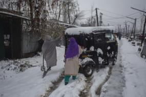 बर्फबारी : कश्मीर घाटी में मौसम का कहर, हिमस्खलन में 5 नागरिकों की मौत, 6 जवान शहीद