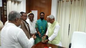 राजनीति: लालू यादव को भाजपा नेता ने दिया नारे से जवाब-दो हजार बीस, फिर से नीतीश