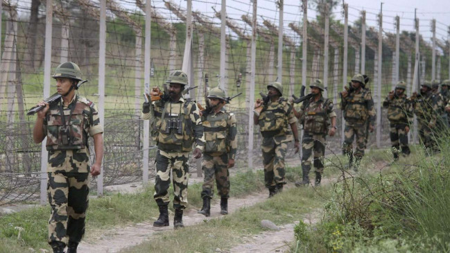 डिफेंस : भारत-पाक बॉर्डर पर दिखे संदिग्ध ड्रोन, BSF ने फायरिंग की