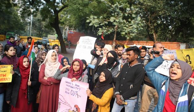 सीएए : प्रदर्शनकारियों को बच्चों को घर भेजने का निर्देश