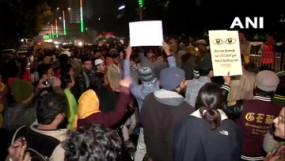 CAA Protest: दिल्ली में पुलिस मुख्यालय के सामने प्रदर्शनकारियों ने लगाया जाम