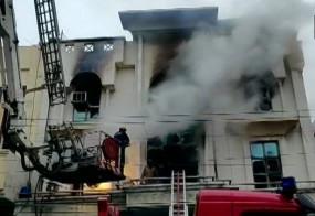 दिल्ली: पटपड़गंज की फैक्ट्री में लगी आग, एक की मौत