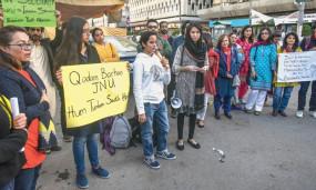 जेएनयू छात्रों व शिक्षकों के समर्थन में कराची में प्रदर्शन