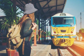 Travel: ट्रेन के सफर को बनाएं यादगार और आरामदायक, फॉलो करें ये टिप्स