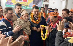 पूर्व मुख्यमंत्री फडणवीस ने दिल्ली में भाजपा उम्मीदवार के पक्ष में मांगे वोट