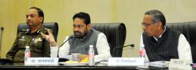 पालकमंत्री ने की विकास कार्यों की समीक्षा, राऊत बोले- उद्योगों के लिए योजना प्रारूप तैयार करें
