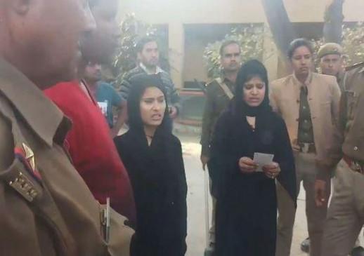 Fake News: क्या सीएए विरोध में हिंदू महिलाएं बुर्का पहनकर पहुंची?