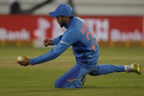 क्रिकेट: अख्तर ने कहा, पांडे के रूप में भारत को मिला धोनी का विकल्प