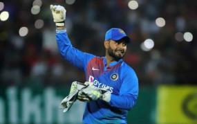 IND VS AUS: सिर में चोट की वजह से दूसरे वनडे में नहीं खेलेंगे पंत, रिहैबिलिटेशन सेंटर भेजे गए