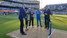 IND Vs NZ 2nd T20 LIVE : न्यूजीलैंड को लगा तीसरा झटका, जडेजा ने ग्रैंडहोम को भेजा पवेलियन