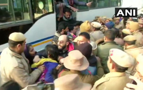 Jamia Firing: बल का प्रयोग कर धरने पर बैठे छात्रों को पुलिस ने हटाया, 60 को लिया हिरासत में