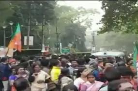 कोलकाता: बीजेपी की रैली में फंसी एंबुलेंस, दिलीप घोष बोले- दूसरे रास्ते से जाओ