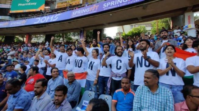 विरोध/ प्रदर्शन: भारत-ऑस्ट्रेलिया क्रिकेट मैच के दौरान दर्शकों ने किया NRC और CAA का विरोध