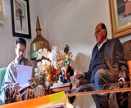 पीएमसी मसला : एनसीपी प्रमुख शरद पवार ने की राज्यमंत्री अनुराग से मुलाकात