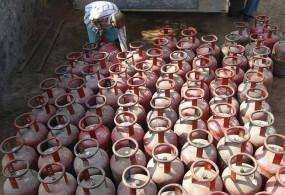 लगातार पांचवें महीने बढ़े LPG के दाम, दिल्ली में बिना सब्सिडी वाला सिलेंडर हुआ 714 रुपए