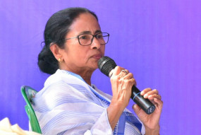 गणतंत्र दिवस पर ममता ने कहा, संविधान बचाने का आह्वान किया