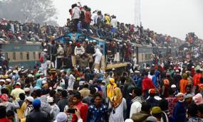 बांग्लादेश: एक ऐसा कार्यक्रम, जिसमें पहुंचने के लिए लोग लगाते हैं 'जान की बाजी'
