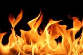 एसपी ऑफिस में खड़ी कार में आग लगने से मची भगदड़