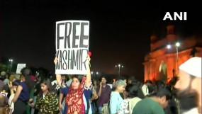 Protest: मुंबई में भी जेएनयू हिंसा का विरोध, 'फ्री कश्मीर' पोस्टर पर जमकर बवाल, युवती ने मांगी माफी