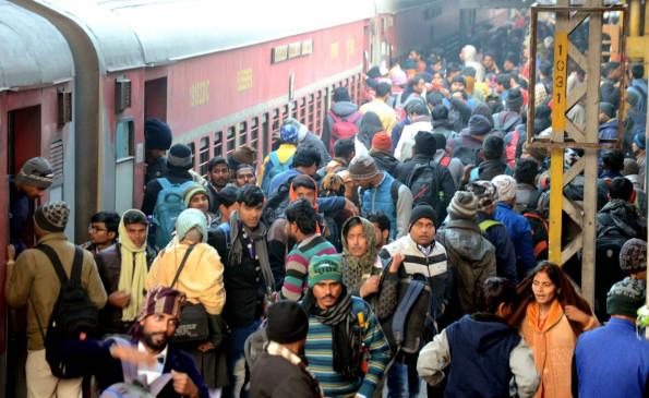 रेल यात्रियों, माल परिवहन में वृद्धि, दुर्घटनाओं में कमी : सर्वेक्षण