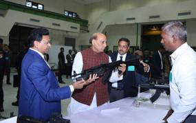 केंद्रीय रक्षा मंत्री राजनाथसिंह ने कहा- अब शस्त्रों के स्वदेशीकरण पर जोर दें