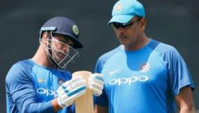 क्रिकेट: शास्त्री ने कहा, धोनी का टी-20 करियर अभी जिंदा है
