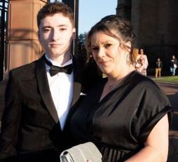 लंदन: सिर्फ नाम जानती थी और 8000 किमी दूर बैठकर बचा ली ऑनलाइन गेमर दोस्त की जान