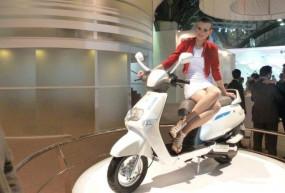 TVS iQube Electric Scooter: TVS ने लॉन्च किया पहला इलेक्ट्रिक स्कूटर TVS iCube Electric, जानिए इसके फीचर्स और दाम
