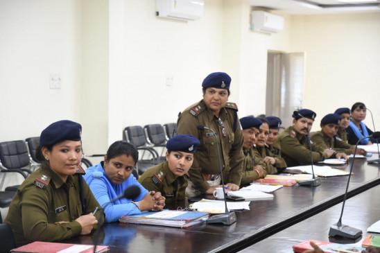 पीडि़त महिलाओं को हो सुरक्षा का अहसास - एसपी ने ली ऊर्जा डेस्क को दिए निर्देश