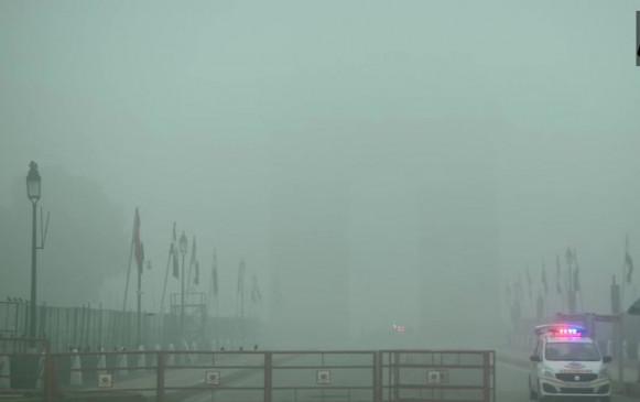 Weather Report: दिल्ली-एनसीआर में छाया घना कोहरा, विजिबिलिटी 50 मीटर से भी कम
