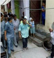 Fake News: क्या प्रचार के दौरान सीएम अरविंद केजरीवाल पर फेंका गया गंदा पानी ?