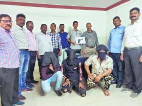 हिस्ट्रीशीटर के घर पुलिस का छापा, तीन गिरफ्तार
