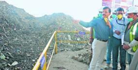 कचरा डंपिंग पहुंचे मनपा आयुक्त, सूखा-गीला कचरा एक साथ देख लगाई फटकार