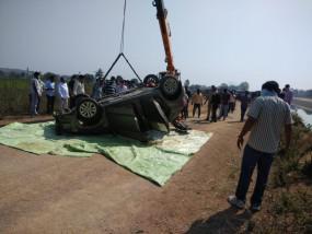Accident: पेद्दापल्ली के विधायक की बहन का परिवार कार सहित नहर में डूबा, 3 की मौत