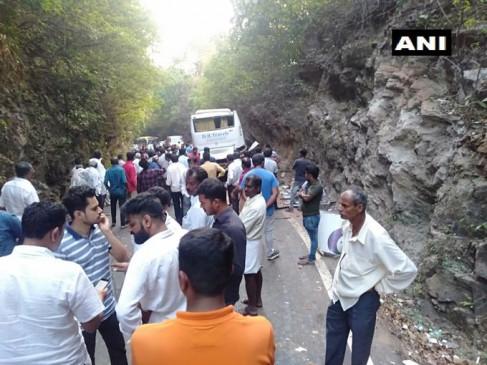 हादसा: कर्नाटक के उडुपी में पहाड़ से टकराई टूरिस्ट बस, 9 यात्रियों की मौत, 31 घायल