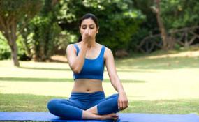 Health: महिलाएं फिट रहने लिए निकाले सिर्फ 10 मिनट, करें अनुलोम-विलोम