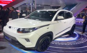 Auto Expo 2020: Mahindra ने लॉन्च की eKUV100, एक्स-शोरूम कीमत 8.25 लाख