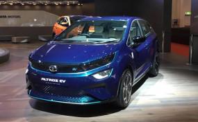 Auto Expo 2020: Tata ने पेश की Altroz EV, फुल चार्ज में देगी 300km की रेंज