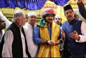 Fake News: क्या मनोज तिवारी ने इस्लाम कबूल कर लिया?