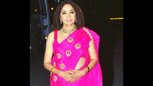 Gorgeous: 60 की उम्र में भी कयामत ढाती हैं नीना गुप्ता, पिंक साड़ी में बिखेरा अदाओं का जलवा