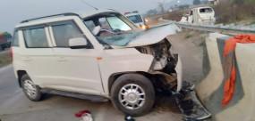 पुल की रेलिंग से टकराकर पलटी कार,तीन की मौत चार घायल