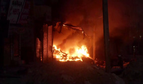 Delhi Burning: लुटती रहीं दुकानें, बेबस देखती रही पुलिस, हिंसा की वो तस्वीरें जिन्हें देखकर कांप जाएगी रूह